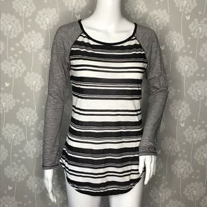 Athleta T-Shirt Size XSmall Black White Striped